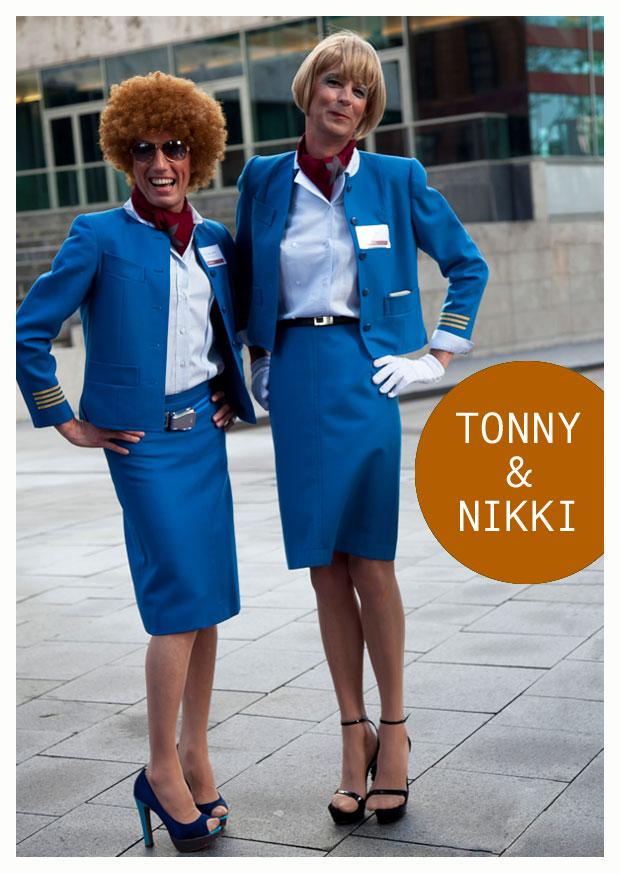 Tonny & Nikki – De twee stewardessen hostess gastvrouw
